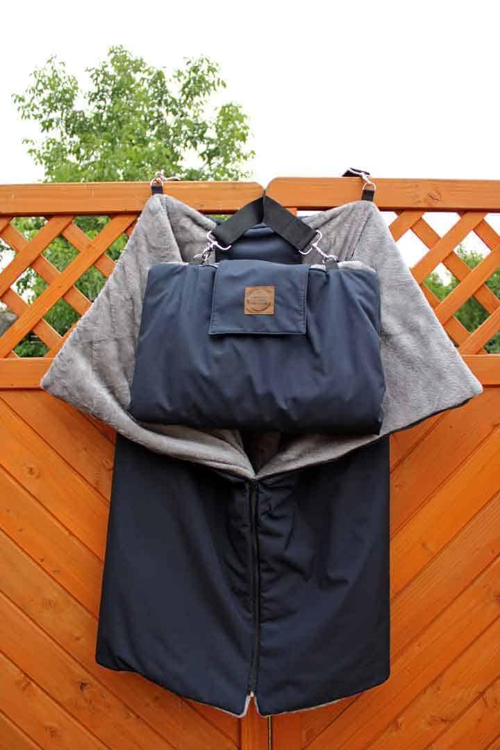 Traumhund® Picknick: Outdoordecke und Tasche Marine Silbergrau aufgeklappt