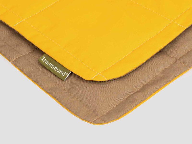 Detailansicht Hundedecke Organic-95 in Gelb freigestellt