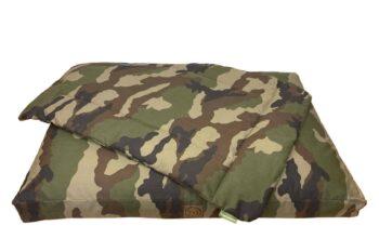 Hundekissen und Hundedecke Adventure Camouflage freigestellt