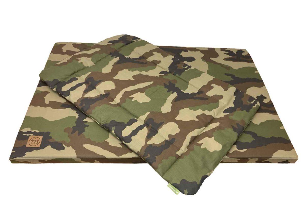 Hundematte und Hundedecke Adventure Camouflage freigestellt